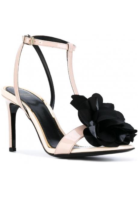 Lanvin High Heel Sandalen aus Powder Lackleder