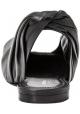 Hinter Balenciaga öffnen sich schwarze Sandalen in schwarzem Lamm