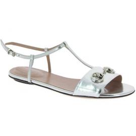 Gucci Flache Sandalen mit Knöchelriemen für Frauen in silbern kalbsleder